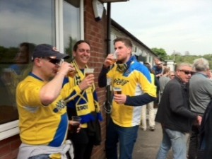 Topnotch synchronised lager drinking courtesy of HatBoy, Skits & Paul